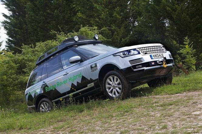 Land Rover i jego (prawie) przezroczysta maska