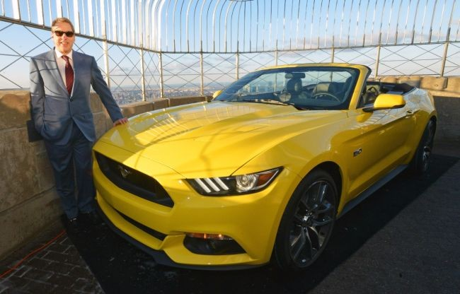 Ford Mustang na tarasie widokowym Empire State Building
