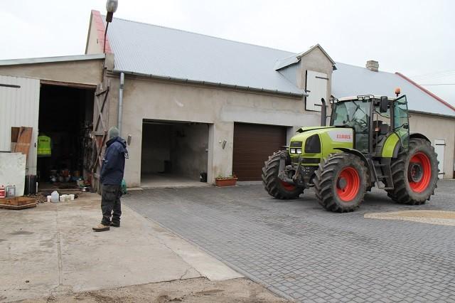 Złodzieje maszyn rolniczych kontra straż graniczna i policja.
