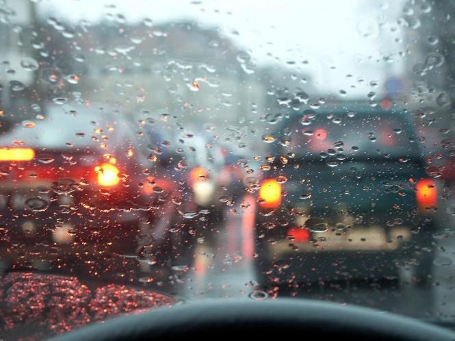 Jak jeździć podczas deszczu