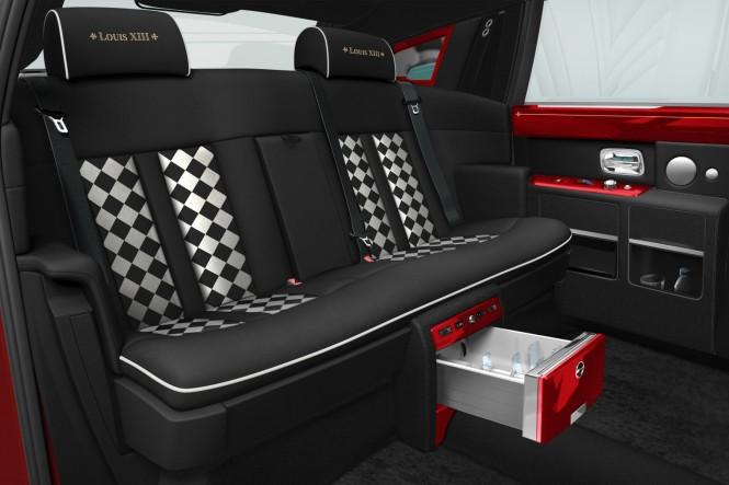 Kto kupuje czerwone Rolls Royce'y?