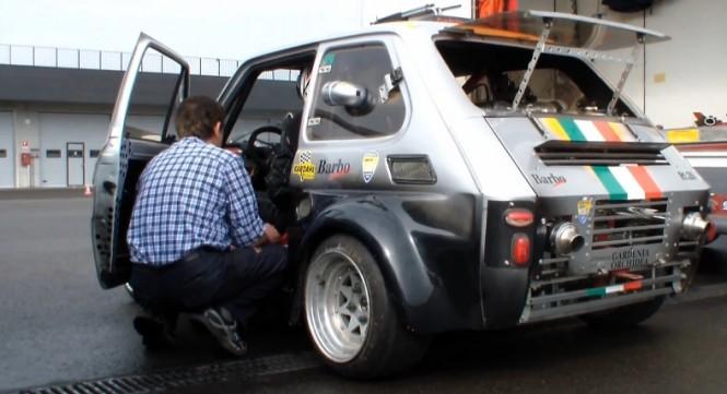 Maluch z silnikiem od Yamahy