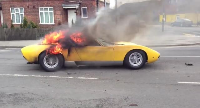 Spalone Lamborghini Miura. Właściciel żąda odszkodowania.