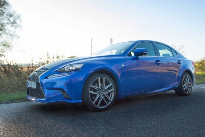Lexus IS300h F-Sport