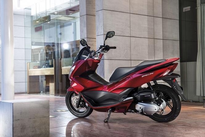 Ścigamy się w mieście: Honda PCX!