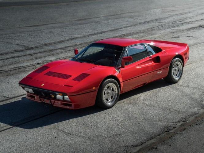 Esencja piękna: Ferrari 288 GTO w środowisku naturalnym