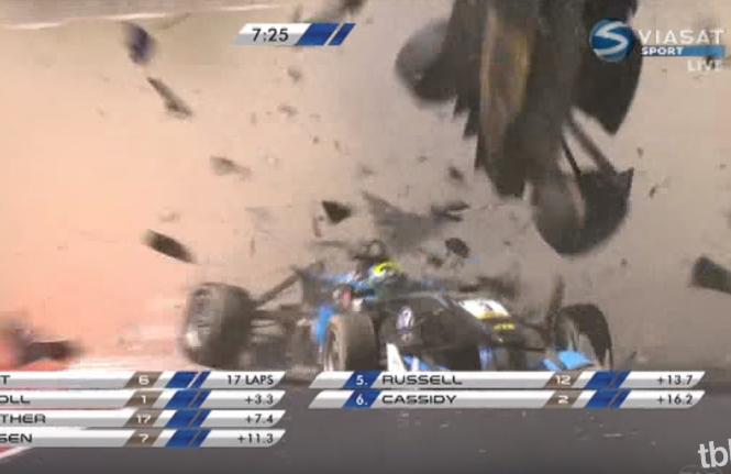 Dramatyczny wypadek w F3 - bolidy w strzępach [WIDEO]