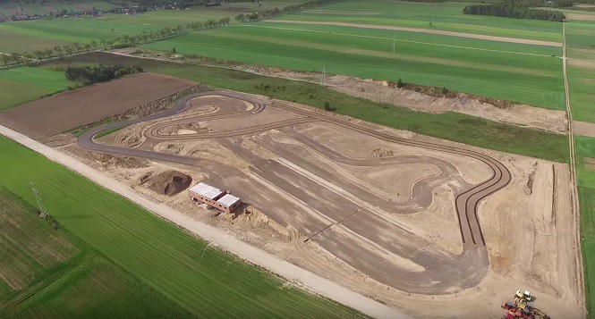 Kończy się budowa toru wyścigowego w Strykowie