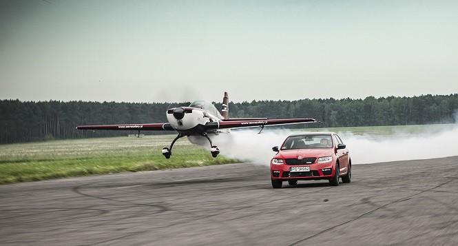 Skoda na Aerofestival 2016: pojedynek Octavii RS z samolotem