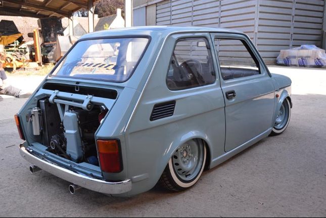 Ten Fiat 126 robi furorę w Wielkiej Brytanii. I słusznie! [GALERIA]
