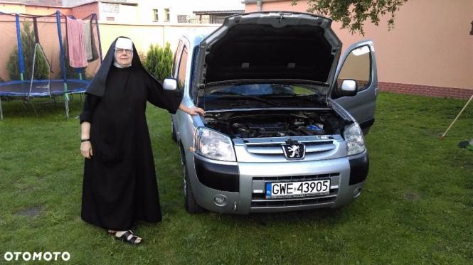 Siostra Daniela sprzedaje samochód