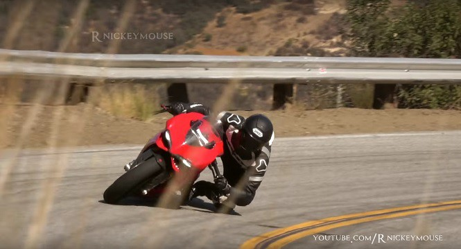 Chciał zaszpanować, a prawie rozwalił motocykl