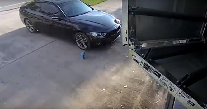 Tak efektownego wjazdu do garażu jeszcze nie widzieliście!