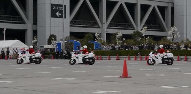 Motocykle i policjanci: niezły balet