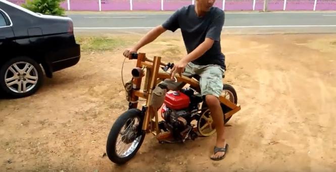 Czy motocykl można zbudować z drewna? Głupie pytanie.