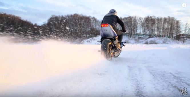 Jak zrobić domowym sposobem zimówki do motocykla? Wideo podpowiedzi!