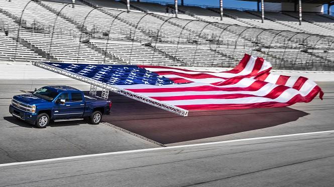 Chevrolet Silverado HD pobił światowy rekord w holowaniu flagi