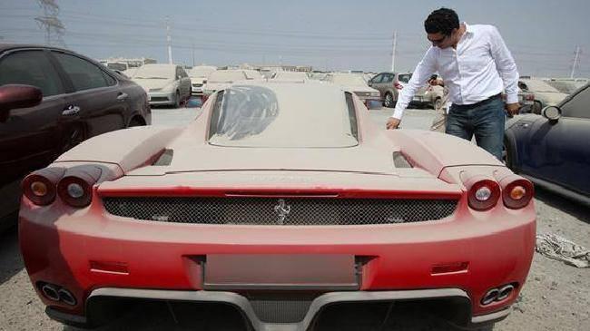 Dlaczego Dubajczycy porzucają superauta? Odpowiedź cię zaskoczy [GALERIA]