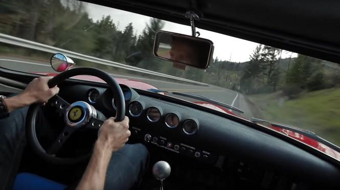 Zobacz przejazd klasycznym Ferrari 250 GTO po krętej drodze