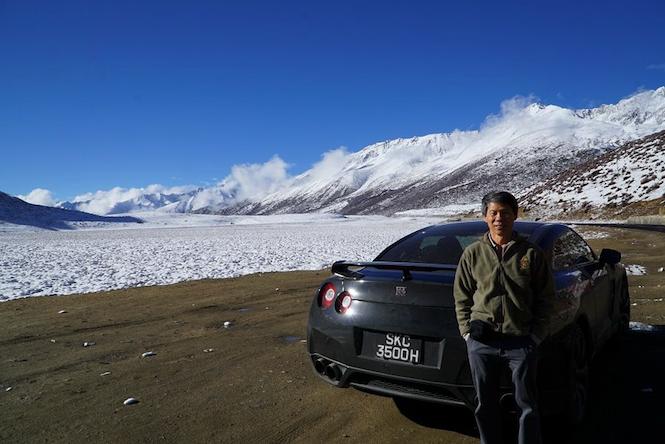 Ten koleś wjechał Nissanem GT-R pod Everest. A ty co ciekawego dzisiaj zrobiłeś?