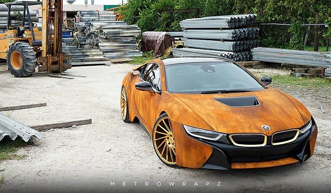 Pordzewiałe BMW i8