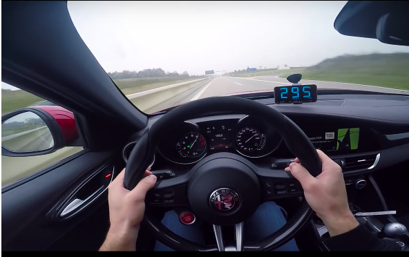 Alfa Romeo Giulia robi 300 km/h na autobanie. Mamy wideo!