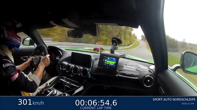 Zobacz jak Mercedes-AMG GT R wykręca fantastyczny czas na torze Nurburgring