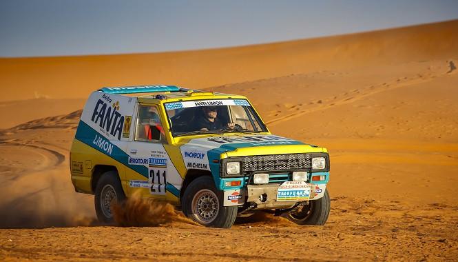 30 lat minęło: kultowy Nissan z rajdu Paryż-Dakar 1987 wrócił na Saharę