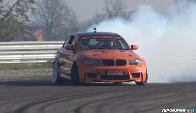 BMW 1M z silnikiem V10 nie ma litości dla opon