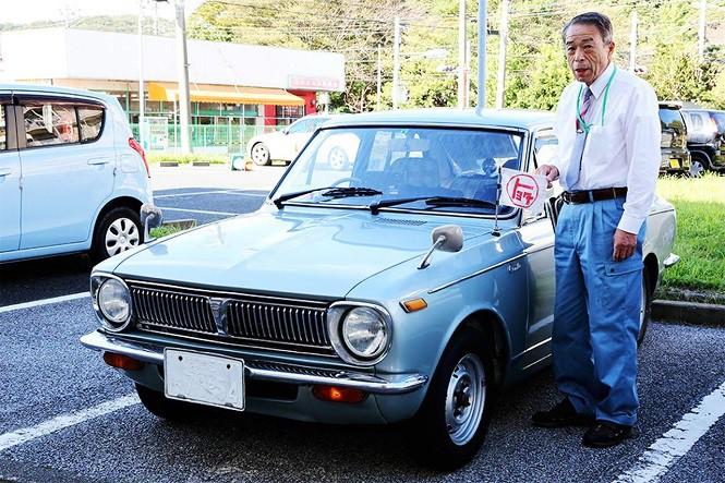 Ten Japończyk od 47 lat jeździ tą samą Toyotą Corollą
