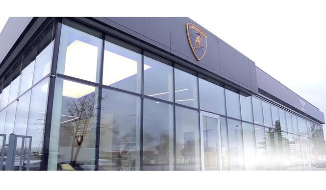 W Warszawie otwarto nowe salony Lamborghini i Bentleya
