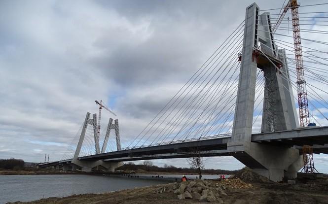 Najdłuższy most w Małopolsce połączył brzegi Wisły w Krakowie