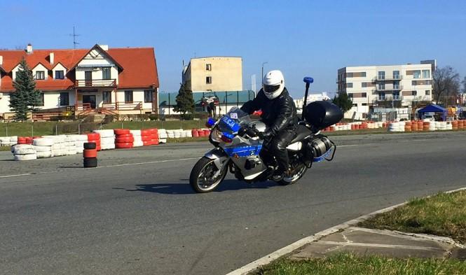 Funkcjonariusze ćwiczyli umiejętności jazdy na motocyklach