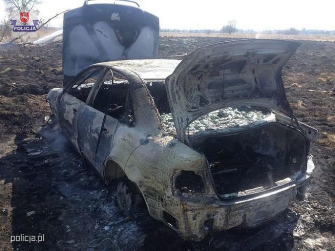 Chciał wysuszyć ubranie, spalił sobie samochód