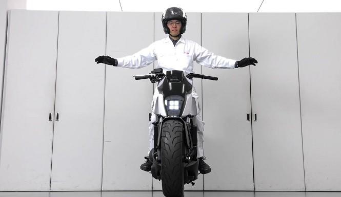 Honda stworzyła nieupadający motocykl
