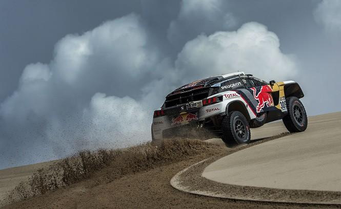 Trzy załogi Peugeota na czele na półmetku Rajdu Dakar.