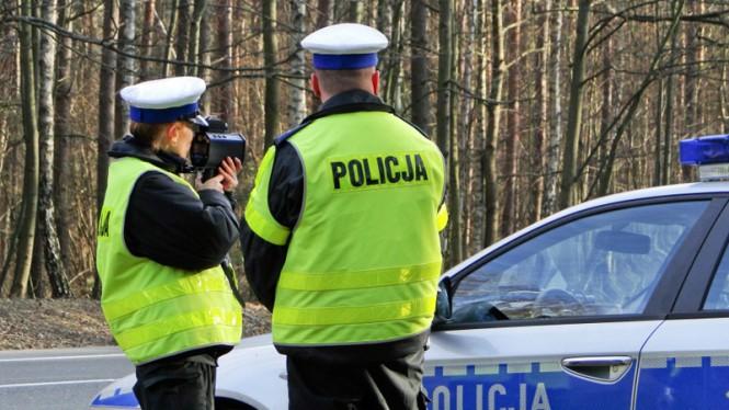 82-latek pędził 160 km/h. Policjanci siłą musieli wyciągnąć go z auta!