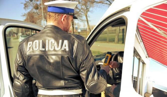 18-latek uciekał przed policją. Grozi mu 5 lat więzienia i 15 lat zakazu prowadzenia aut!