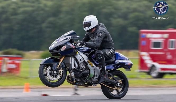 Wheelie przy prędkości 350 km/h - nowy rekord Guinnessa!