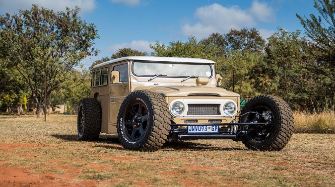 Toyota Land Cruiser FJ40 w stylu hot rod