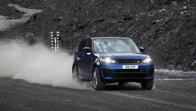 Jak szybko Range Rover Sport SVR przyspiesza na różnych nawierzchniach?