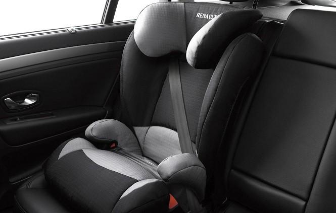 Dziecko w puchowej kurtce i fotelik samochodowy to niebezpieczne połączenie