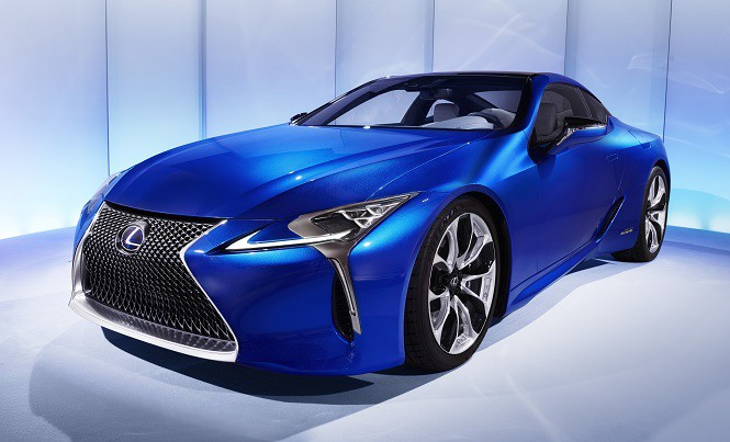 "Lexus LC ""Samochodem 25-lecia"" Playboya"