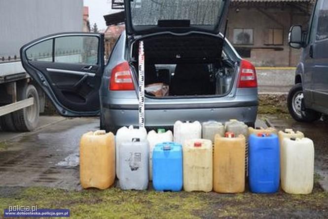 Zatrzymani za kradzież paliwa z ciężarówki. Podczas zdarzenia pokrzywdzony spał w szoferce.