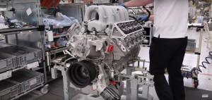 Jak powstają silniki Bentleya? Oto odpowiedź.