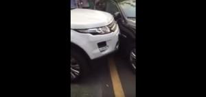 Zobacz chiński sposób na zablokowany wyjazd z parkingu