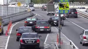 Tak w Japonii włączają się do ruchu kolumny rządowe