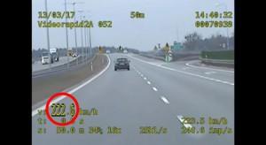 Mknął autostradą z prędkością 222 km/h