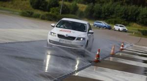 Jak zmieniały się wymagania dotyczące obowiązkowych systemów bezpieczeństwa stosowanych w samochodach?