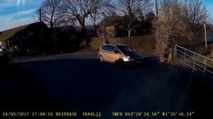 Kierowca nie chciał przepuścić ciężarówki, więc auto samo to zrobiło